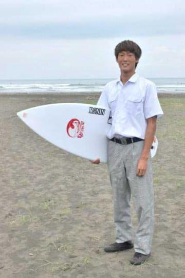 日向市で初めて高校生プロサーファーになった増田来希さん