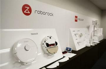 18日に発売予定のロボット掃除機「Roborock S6」=11日、東京