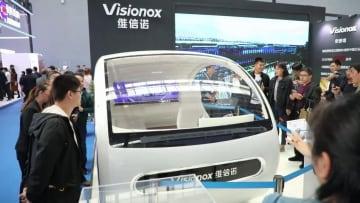 AMOLEDディスプレイがもたらす未来の乗車体験