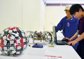胆振に住む小・中学生の発明品がずらりと並んだ作品展