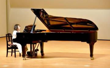 143人がスタインウェイ製ピアノで演奏をつないだリレーコンサート
