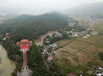 霧に包まれる炎帝陵 湖南省炎陵県