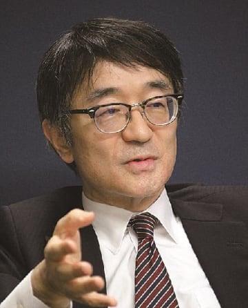 インタビューに答える蒲生総合政策局長=11日、国交省で