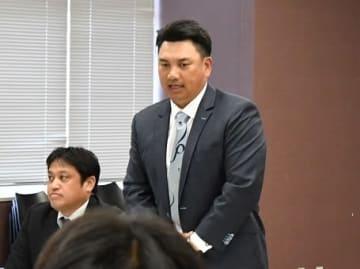 スカウト会議であいさつする千葉ロッテの井口監督(中央)=15日、ZOZOマリン