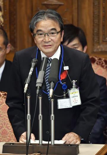 参院予算委で答弁する宮田亮平文化庁長官=15日午後