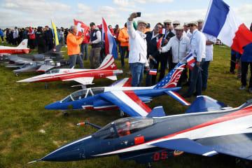 世界トップクラスの模型飛行機、「大空の盛宴」を繰り広げる