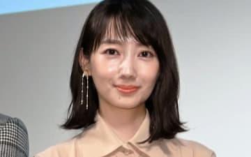 連続ドラマ「G線上のあなたと私」の舞台あいさつに登場した波瑠さん