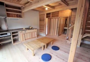 地元産杉材を多用した室内
