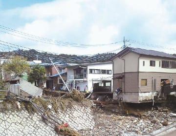 群馬県嬬恋村田代の土石流被災箇所(国交省提供)