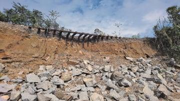 JR磐越東線郡山~舞木で発生した線路被害の様子(JR東日本仙台支社提供)