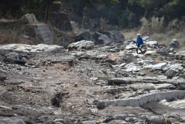 台風19号の影響で壊滅的な被害を受けた蓬莱島公園=16日午前10時50分ごろ、長瀞町井戸