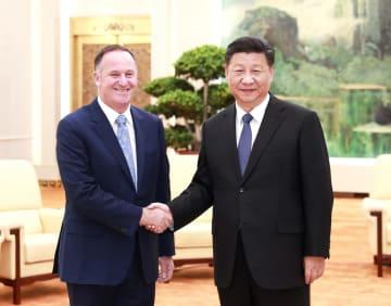 習近平主席、NZ元首相と会見 開放拡大を強調