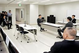 事務所の使用制限の仮命令を受けて開かれた意見聴取の会場。山口組は欠席した=17日午前、神戸市中央区下山手通5