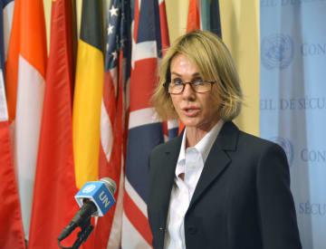 トルコのシリア侵攻に関する国連安保理の会合後、記者団に声明を発表する米国のクラフト国連大使=16日、米ニューヨークの国連本部(共同)