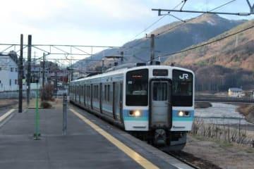台風孤立の列車から、方向幕など消える 「盗り鉄」犯行?山梨県警が捜査