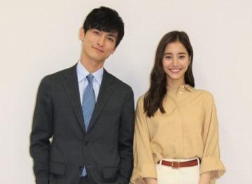 連続ドラマ「モトカレマニア」に出演する新木優子さん(右)と高良健吾さん