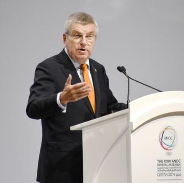 ANOC総会でスピーチするIOCのバッハ会長=17日、ドーハ(共同)