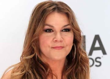 Country singer Gretchen Wilson arrested for disturbance on flight