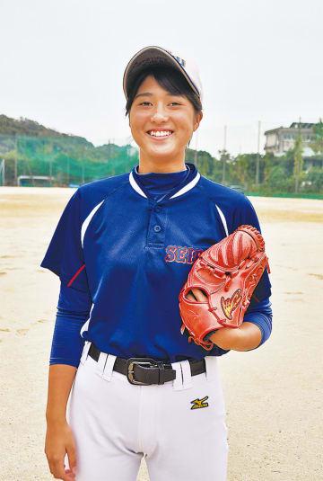 女子プロ野球リーグの入団テストに合格した三浦さん(上)