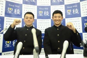 星稜・山瀬慎之助(左)は巨人から5位指名、奥川恭伸はヤクルトから1位指名となった【写真:編集部】