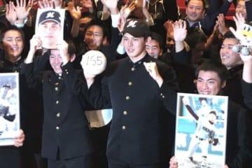 4球団競合の末ロッテが交渉権を獲得した大船渡・佐々木朗希【写真:編集部】
