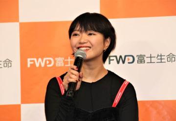 笑顔で話す矢方美紀さん