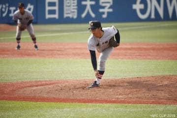 津留崎選手(商4)は150km/hを超える速球が武器の本格右腕