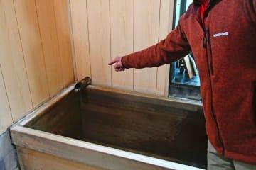 温泉の供給が止まった民宿の浴場=箱根町仙石原