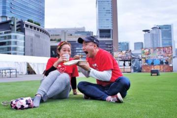 芝生スペースでゆったりと過ごすのもあり。ズボンの汚れが気になる人はレジャーシートを準備していくといいだろう。