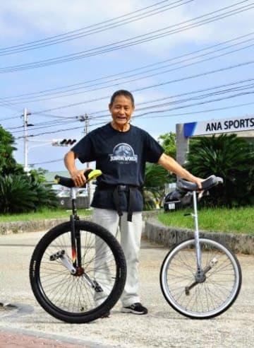 県内で初めて「全日本一輪車マラソン大会」でフルマラソンに挑戦する宮里賢次さん=12日、浦添運動総合公園