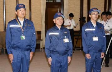 福島県本宮市に派遣される被災地支援先遣隊の3人=18日午前、県庁