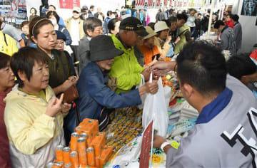 多くの来場者でにぎわう「津軽の食と産業まつり」