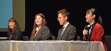 移植を受けた経験や臓器提供の意思表示について意見を発表した(左から)稲本さん、洞筒さん、栗林さん、高渕さん