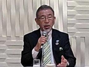 発表する須佐社長