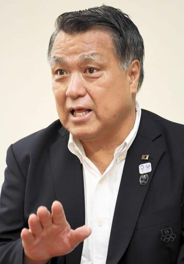 たしま・こうぞう 1957年、苓北町生まれ。元サッカー日本代表。2013年日本オリンピック委員会(JOC)常務理事、15年に国際サッカー連盟(FIFA)理事、16年から日本サッカー協会会長を務める。19年6月、JOC副会長に選任された。