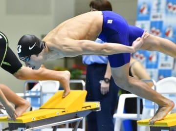 男子50メートル自由形でスタートする萩野公介=新潟県長岡市