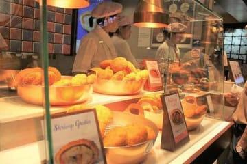 日本のカレーパンを専門に販売しているパンコ・ポケット=18日、シンガポール中心部(NNA撮影)