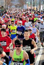 昨年の三田国際マスターズマラソン。今年は募集期間の大幅延長で定員に達するか?(2018年12月16日、有馬高校)