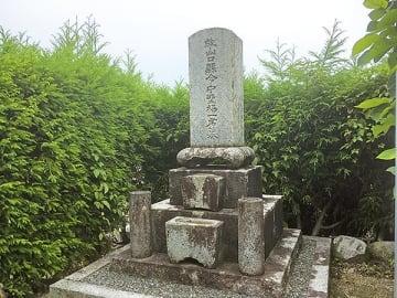 ▲初代山口県令中野梧一の墓(本町)