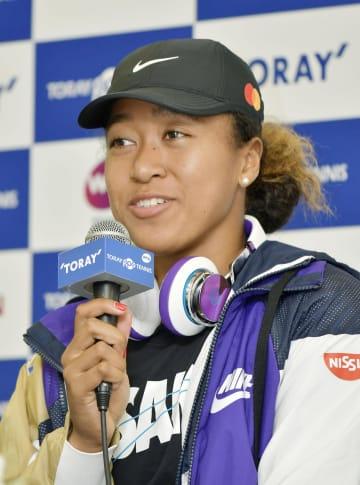 9月に大阪で開かれた大会で優勝し、笑顔で記者会見する大坂なおみ選手