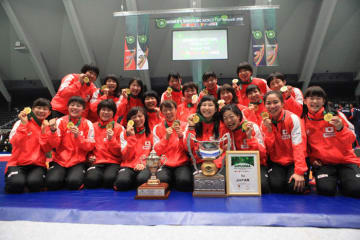 昨年3月の群馬・高崎大会で4連覇を達成した日本チーム=撮影・矢吹建夫