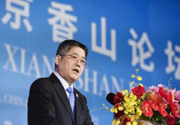 「香山フォーラム」で講演する中国の楽玉成外務次官=22日、北京(共同)