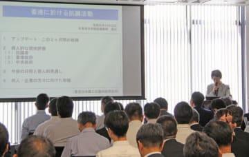 在香港日本総領事館の高田領事は、抗議活動の見通しについて講演し在留届登録情報の再確認を呼び掛けた=22日、銅鑼湾(NNA撮影)