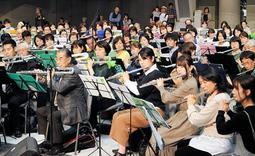 フルート愛好家500人が協演したコンサート=神戸市東灘区向洋町中6