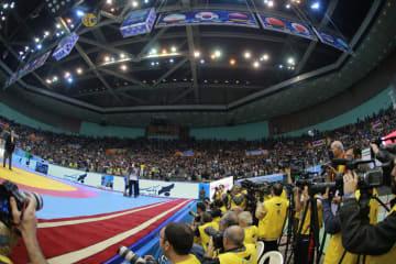 観客も報道陣もぎっしりになるイランでの国際大会=2013年男子フリースタイル・ワールドカップ(撮影:保高幸子)