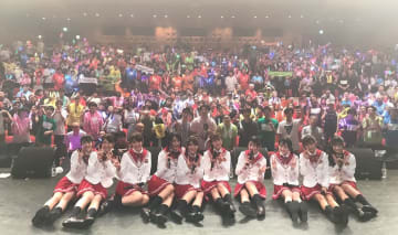 スパガ[ライブレポート]学園祭をテーマに元気いっぱいの圧巻パフォーマンスを披露!