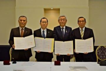 県民の健康づくりで協力するため協定を交わした協会けんぽと医療関係3団体